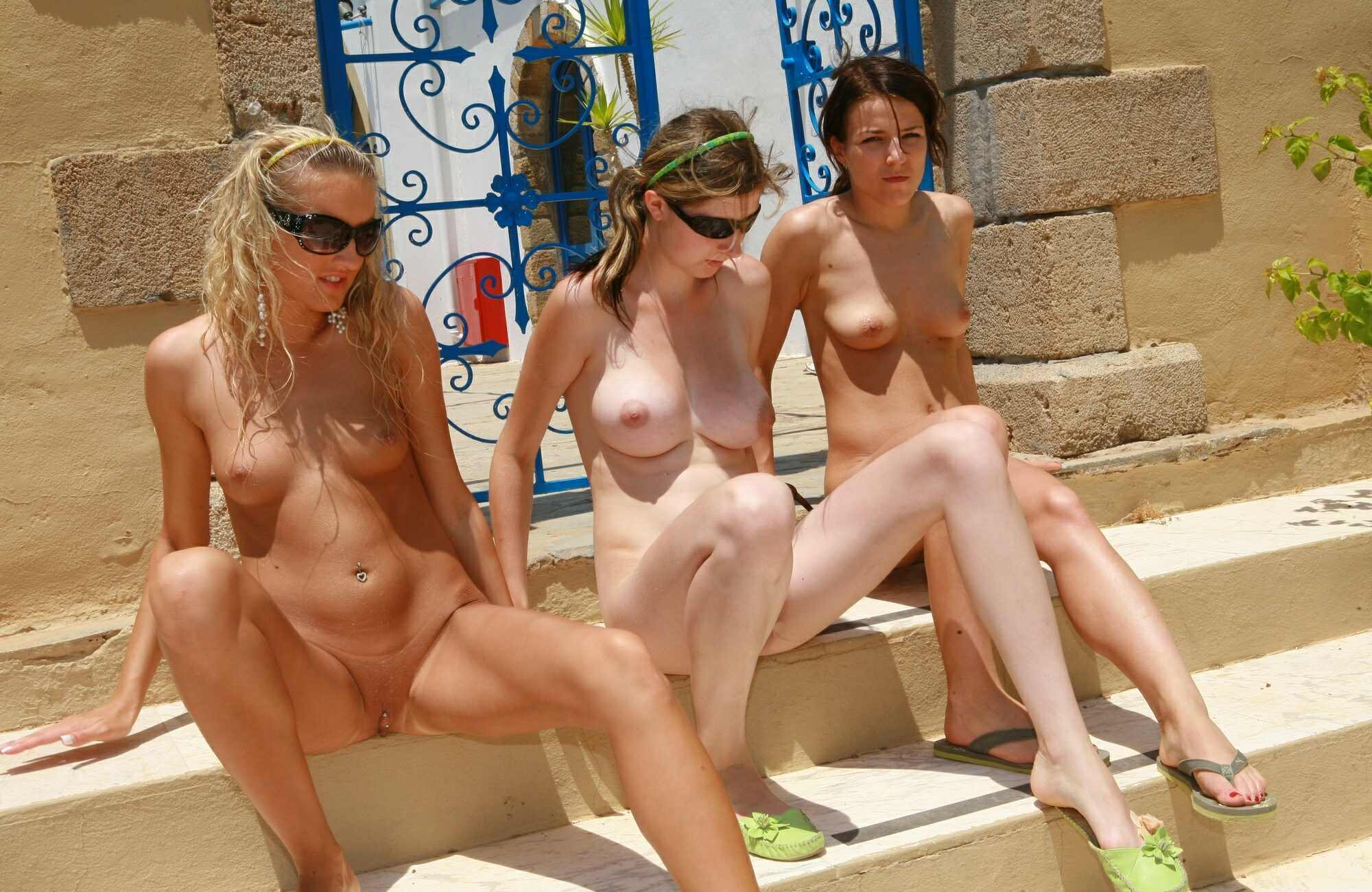 Young girls nudists photo - Lifestyle Naturism