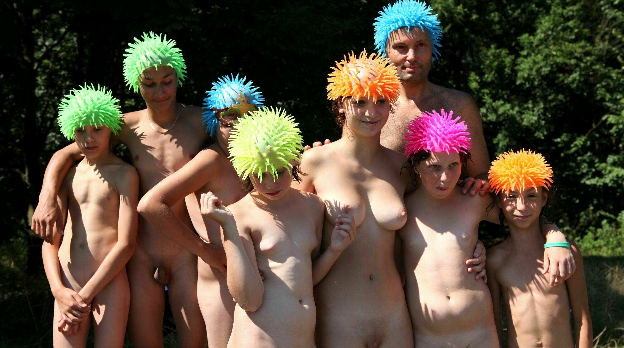 Photo family nudist - Outdoor Picnic