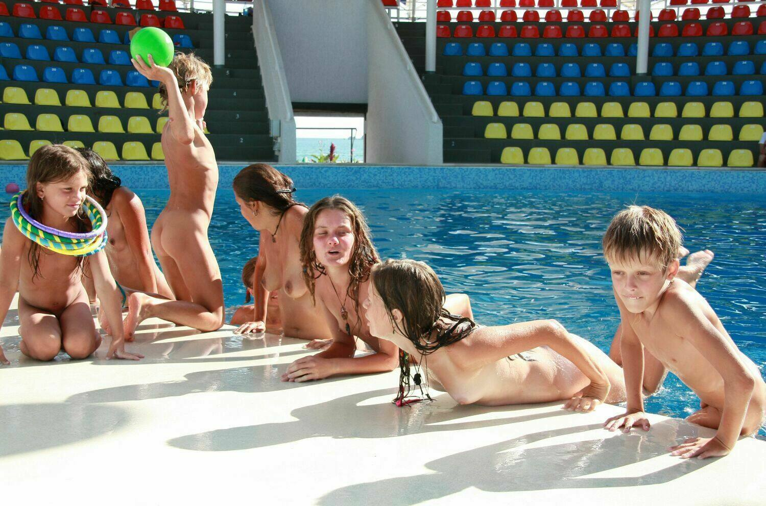 Family photos of nudists in the dolphinarium