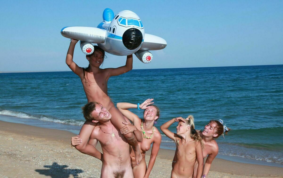 Purenodism pictures of naturists from blue Danube coast